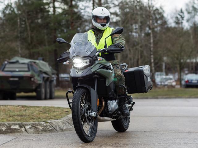 Renaissance der Kradmelder - BMW-Motorräder für die NATO ...